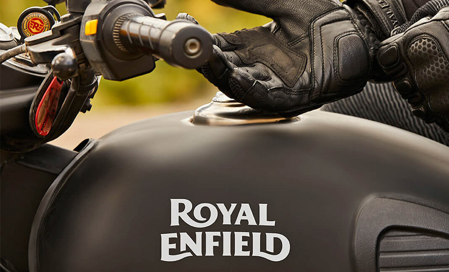 Royal Enfield Classic 500 Stealth Black 4