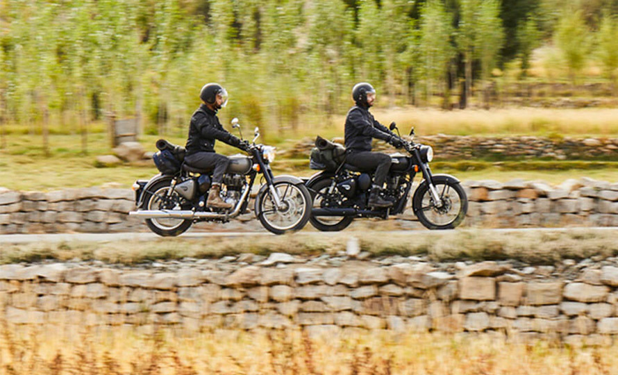 Royal Enfield Classic 500 Stealth Black 9